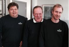 Anleggsleder, driftskoordinator og daglig leder i matchende gensere.